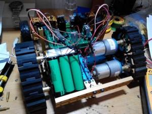 加上驱动电路和电源的小车骨架
